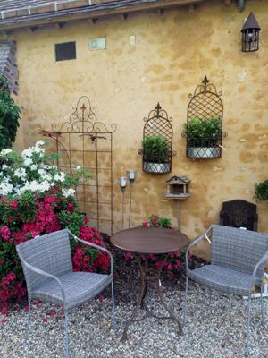 fauteuil-sika-gueridon-arras-jardiniere-murale
